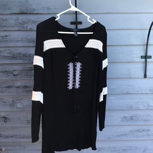 Woman's Forever 21  black & white shirt - Size M